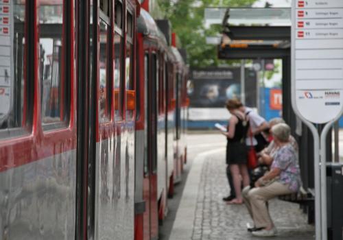 Straßenbahnhaltestelle, über dts Nachrichtenagentur