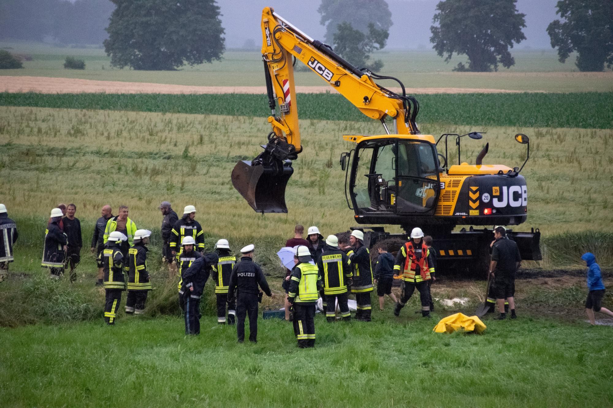 2020-07-02_Osterlauchdorf_Ostallgaeu_Unfall_Gülle-Anhaenger_Feuerwenr_Rizer_200702 Unfall Guellehaenger-5