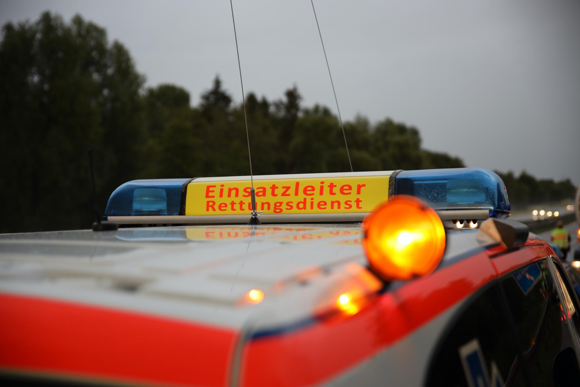 2020-07-26_A896_Erkheim_Stetten_Parkplatz-kammlachtal_Unfall_Lkw_Pkw_Feuerwehr_Bringezu__IMG_2302
