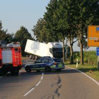 2020-07-28_Memmingen_Steinheim_Heimertingen_Lkw-Unfall_Feuerwehr_Poeppel_IMG_8172