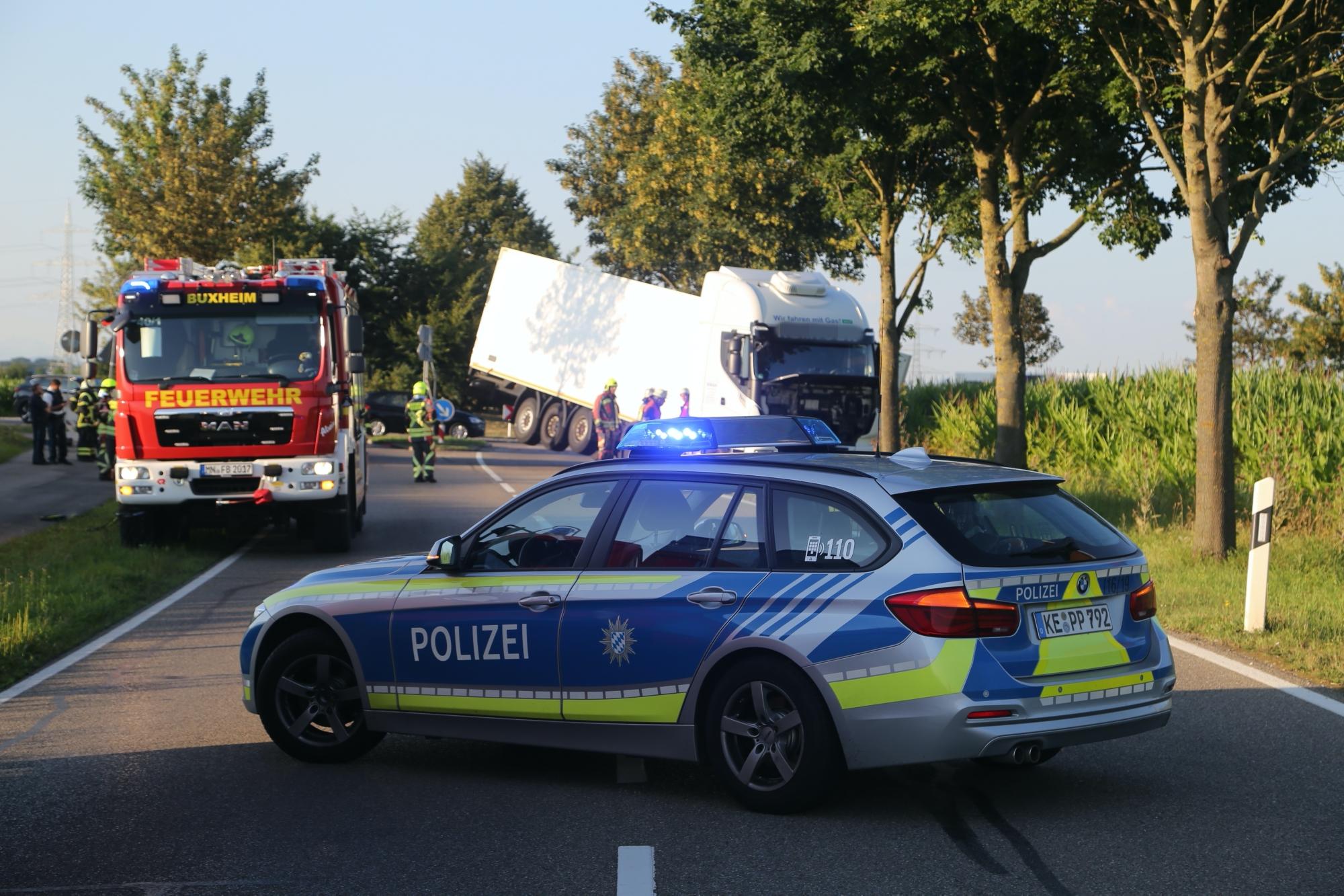 2020-07-28_Memmingen_Steinheim_Heimertingen_Lkw-Unfall_Feuerwehr_Poeppel_IMG_8175