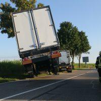 2020-07-28_Memmingen_Steinheim_Heimertingen_Lkw-Unfall_Feuerwehr_Poeppel_IMG_8185