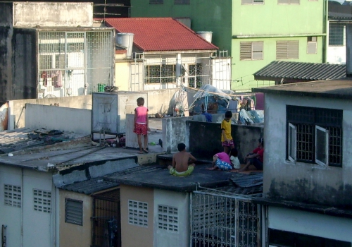 Kinder in einem Slum, über dts Nachrichtenagentur