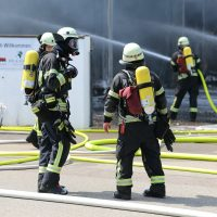 2020-08-10_Kempten_Ursulasried_Band_Halle_lackiererei_Feuerwehr_Poeppel_IMG_9451