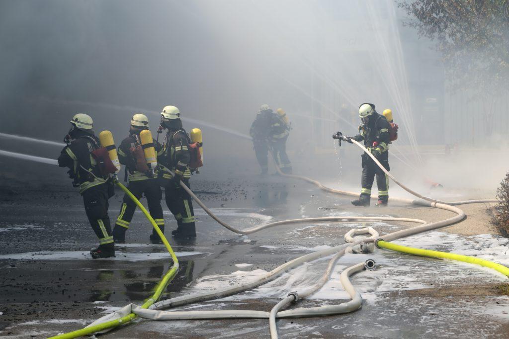 2020-08-10_Kempten_Ursulasried_Band_Halle_lackiererei_Feuerwehr_Poeppel_IMG_9458