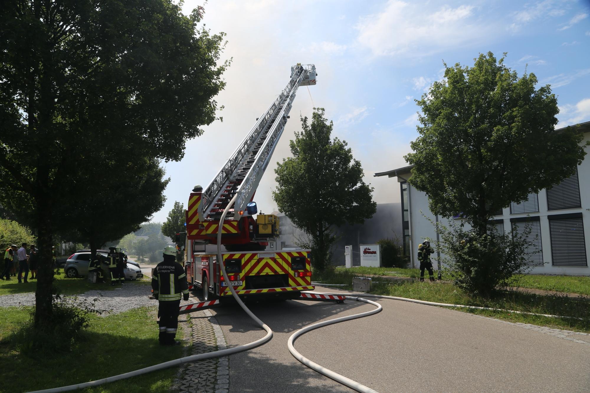 2020-08-10_Kempten_Ursulasried_Band_Halle_lackiererei_Feuerwehr_Poeppel_IMG_9470