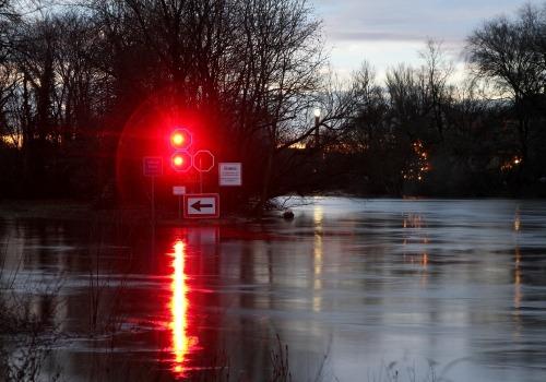 Durchfahrtsverbot an einem Fluss, über dts Nachrichtenagentur