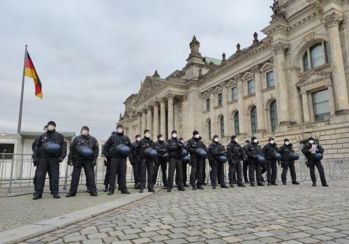 Polizei vor Bundestag am 18.11.2020, über dts Nachrichtenagentur