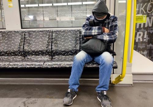 Mann mit Corona-Maske, über dts Nachrichtenagentur