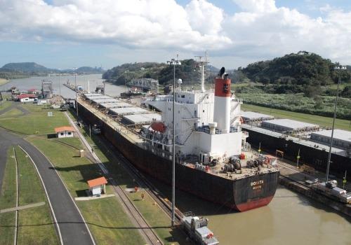 Frachtschiff im Panama-Kanal, über dts Nachrichtenagentur