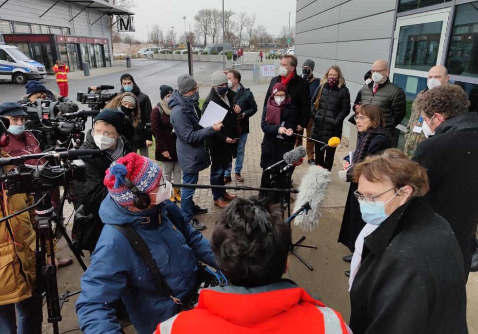 11.01.2020: Ursula Nonnemacher eröffnet Impfzentrum am Flughafenterminal Schönefeld, über dts Nachrichtenagentur