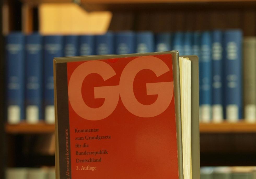 Ausgabe des Grundgesetzes in einer Bibliothek, über dts Nachrichtenagentur