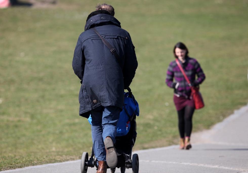 Vater, Mutter, Kind, über dts Nachrichtenagentur