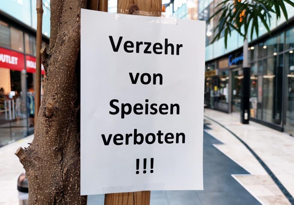 Verbotsschild in einer Einkaufspassage während Lockdown, über dts Nachrichtenagentur
