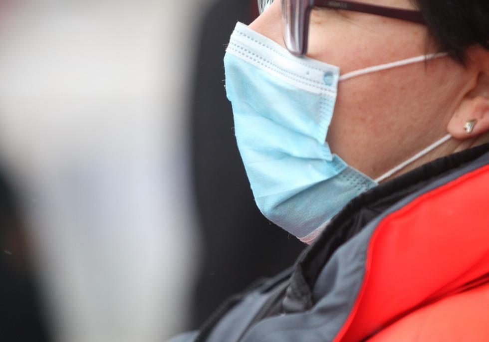 Frau mit Mundschutz, über dts Nachrichtenagentur