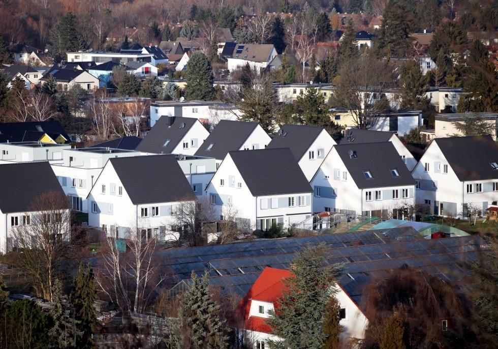 Einfamilienhaussiedlung mit Solarpark, über dts Nachrichtenagentur