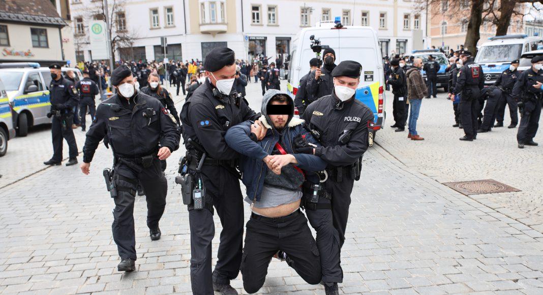 2021-04-17_Kempten_Demo_Polizei_Querdenker (118)