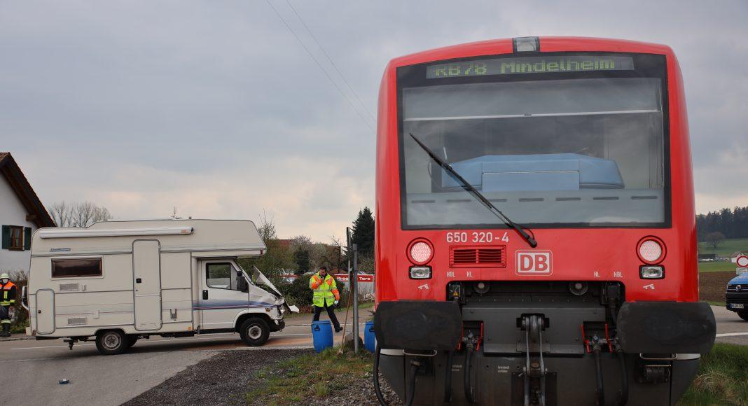 2021-05-02_Bahnunfall_Zug_Wohnmobil_Haupeltshofen_Waltenhauserstr_Bringezu (13)